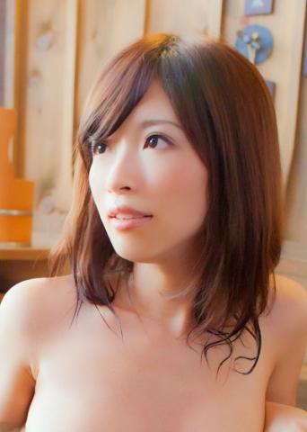 人妻の葵さんと露天風呂で混浴!「先に入ってて・・・後から行くから。恥ずかしいから」湯船につかりながら人妻が服を脱ぐ姿をガン見チェックで至福のひととき。なんていい眺めでしょうか!あれ!ピンク色のTバックですか!けしからん!